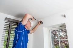 Handyman_SP_0664_Hanging_Blinds-1440x960